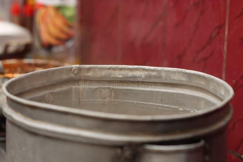在火炉的烹调用水,版本2 库存图片