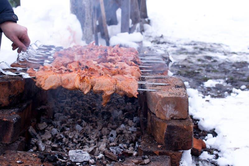 在火的油煎的集会 免版税库存图片