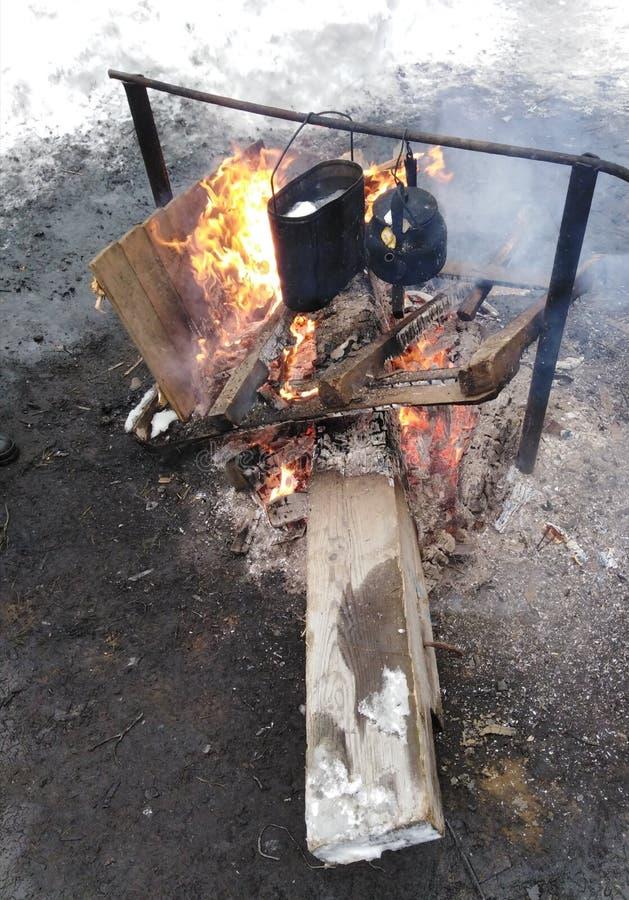 在火的茶 免版税库存照片