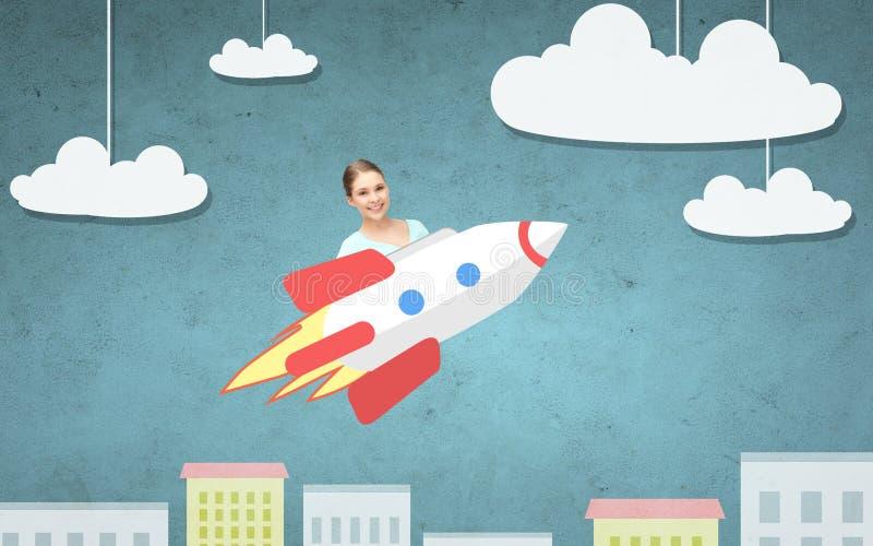 在火箭的青少年的女孩飞行在动画片城市上 皇族释放例证
