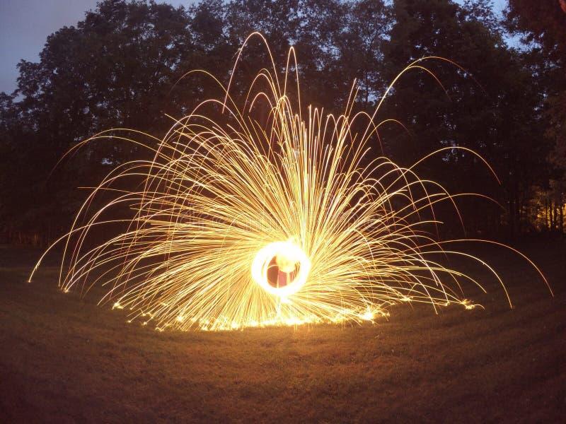 在火被点燃的转动的钢丝绒 库存图片