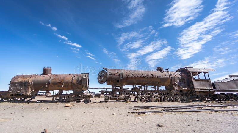 在火车公墓的生锈的老火车在Uyuni沙漠,玻利维亚,南美 图库摄影