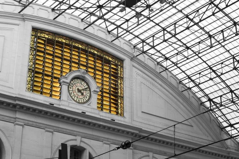 在火车法国Station Estacion de Francia大厦在巴塞罗那时钟的细节  免版税库存图片