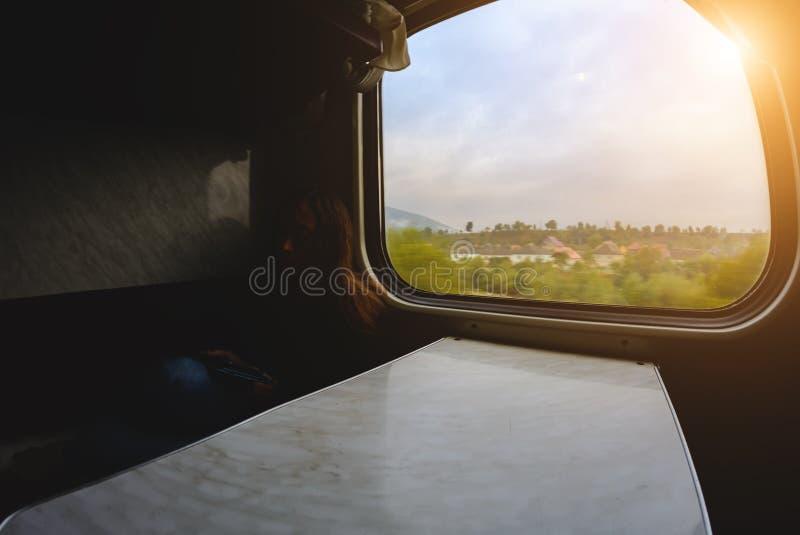 在火车的窗口从里面 库存图片