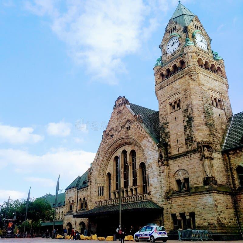在火车站之外的一好天气在梅茨,法国 免版税库存照片