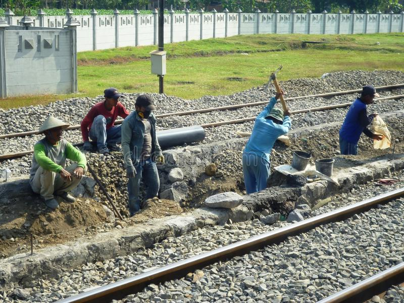 在火车站Blora的熙来攘往 免版税库存图片