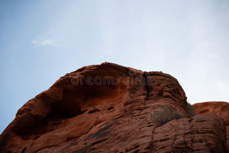 在火-内华达国家公园谷的红色岩石  库存图片