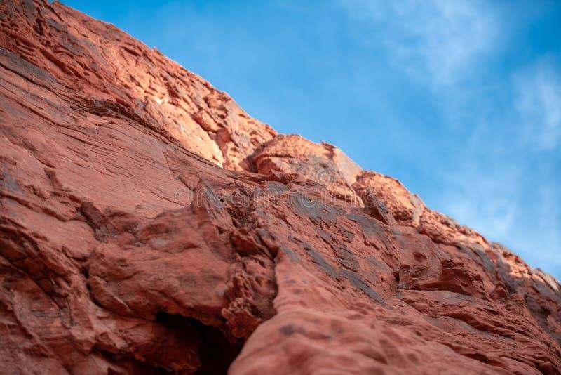 在火-内华达国家公园谷的红色岩石  图库摄影