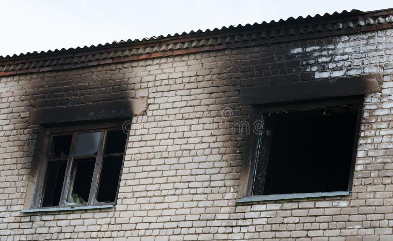 在火以后的窗口 免版税图库摄影