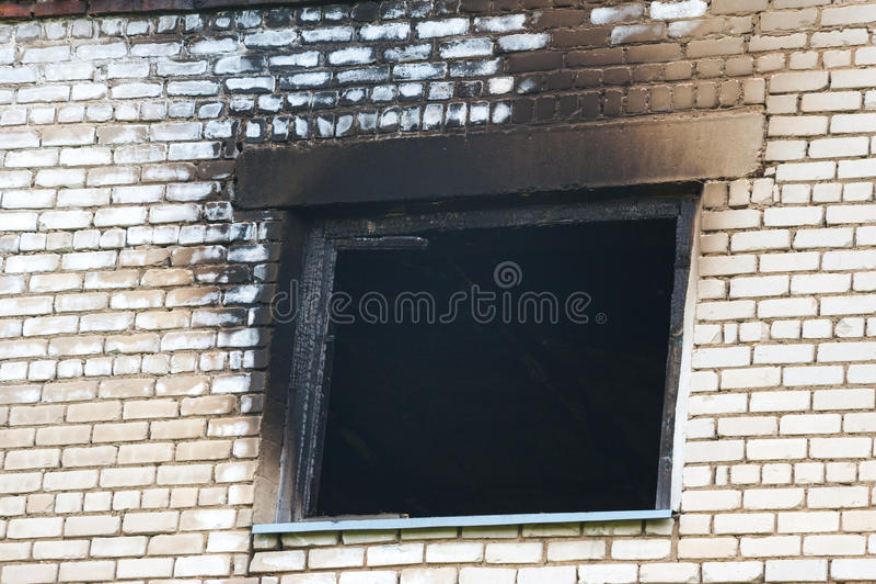 在火以后的窗口 免版税库存图片
