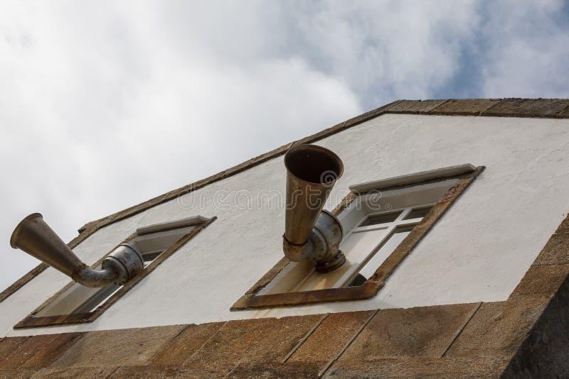 在灯塔的两块大垫铁 库存图片