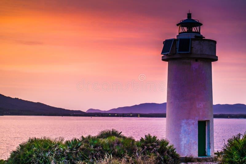 在灯塔的日落在波尔图孔特 免版税库存图片