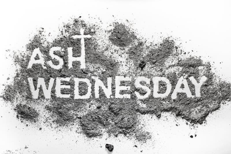 在灰和基督徒发怒标志写的复活节前的第七个星期三词 免版税库存照片