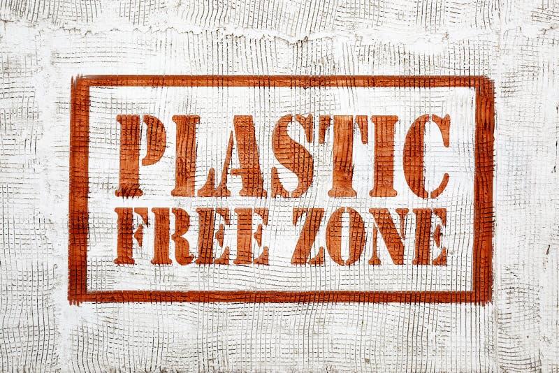 在灰泥墙壁上的塑料自由区街道画 图库摄影