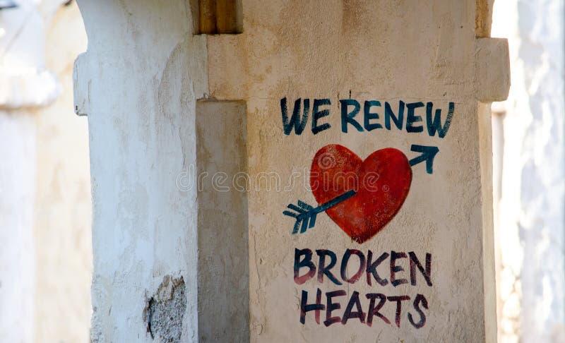 在灰泥墙壁上的心脏 免版税库存照片