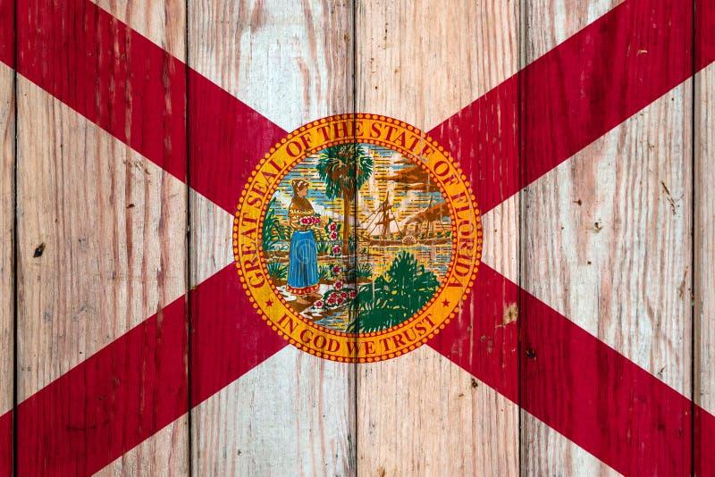在灰色木板背景的佛罗里达美国各州国旗在不同颜色的独立的那天蓝色红色和 图库摄影