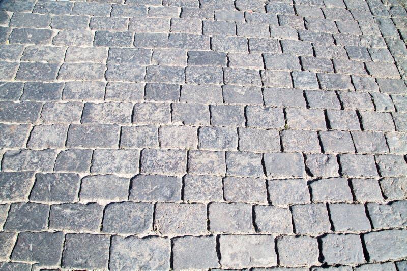 在灰色花岗岩铺路石方形的形状的看法 免版税库存照片