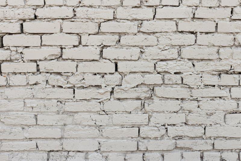 在灰色1之外的参差不齐的砖墙纹理 库存图片