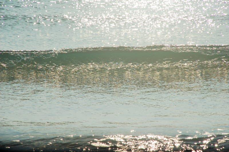 在点的波浪打破 免版税库存照片