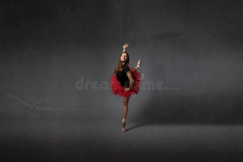 在点的芭蕾舞女演员舞蹈 免版税库存照片