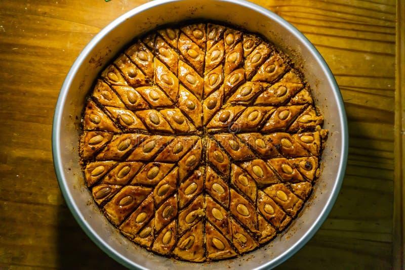 在烘烤的盘子视图的阿塞拜疆Pahlava 免版税图库摄影