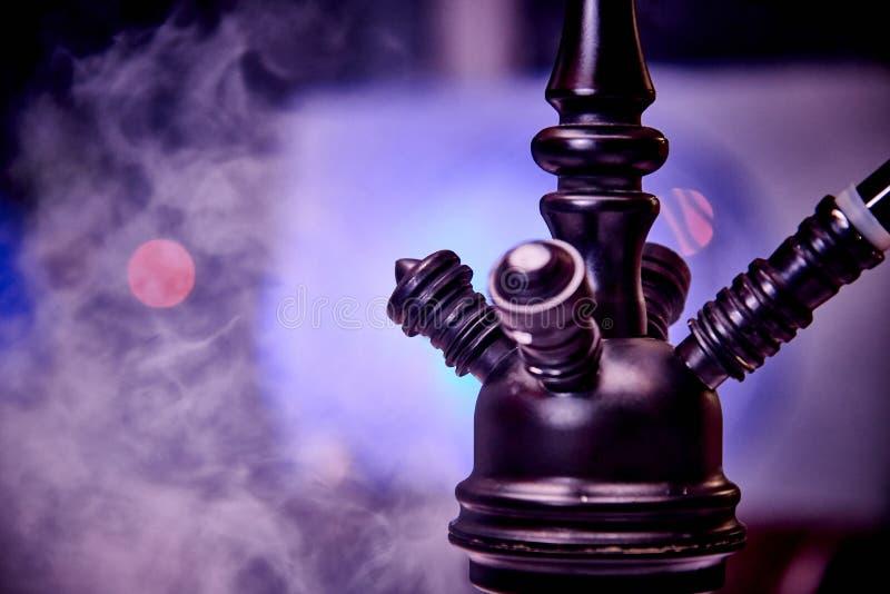 在烟云的水烟筒特写镜头 免版税库存图片