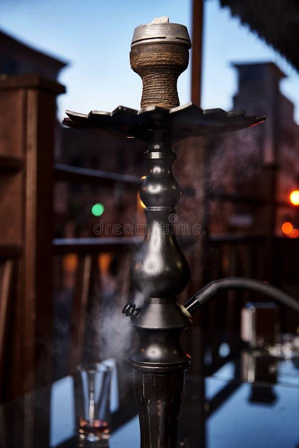 在烟云的水烟筒 库存图片