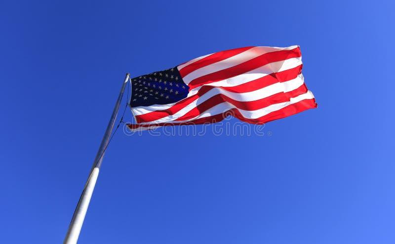 在烟囱岩石的美国旗子 库存照片