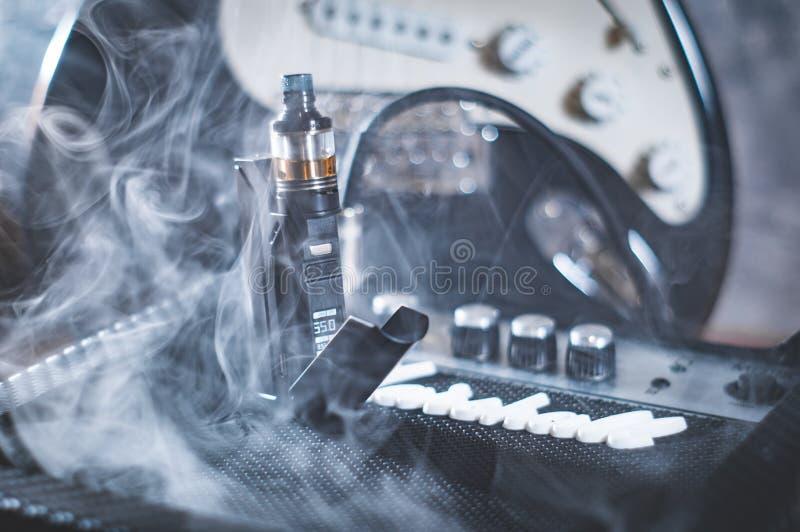 在烟的黑蒸发器 免版税库存图片