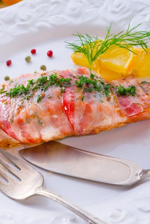 Download 在烟肉外套的三文鱼 库存图片. 图片 包括有 膳食, 草本, 颜色, 海鲜, 肥胖, 豌豆, 莳萝, 绿色 - 30337443
