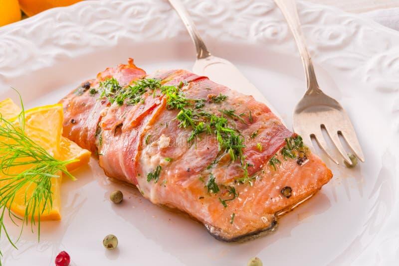 Download 在烟肉外套的三文鱼 库存图片. 图片 包括有 内圆角, 午餐, 细菌学, 食物, 柠檬, 种子, 营养, 用餐 - 30337461