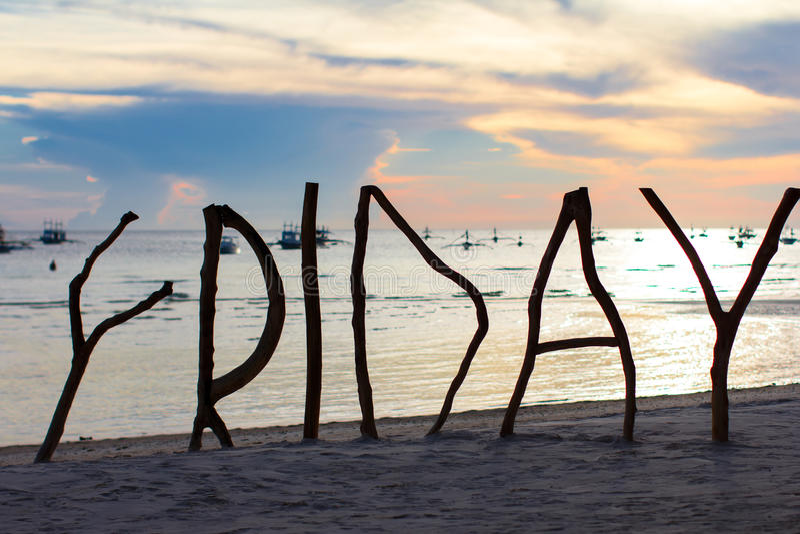 在热带海岛上的完善的白色沙滩与 图库摄影