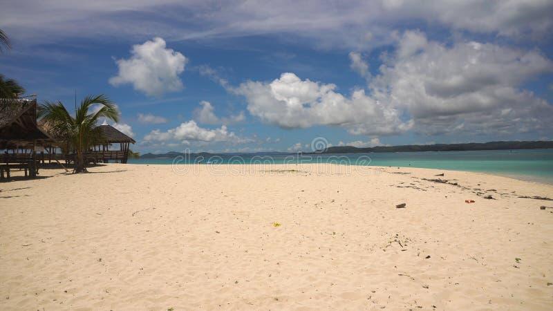 在热带海岛的美丽的海滩 Daco海岛,菲律宾, Siargao 免版税库存图片