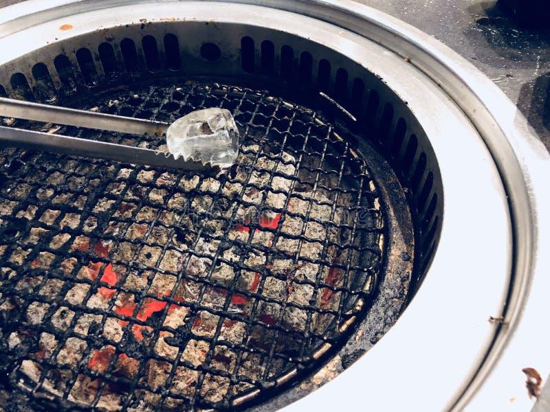 在热炉的烤冰 库存图片