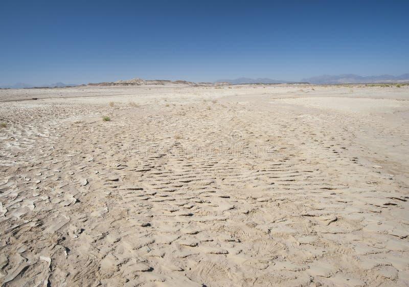 在热的气候的贫瘠沙漠风景 图库摄影