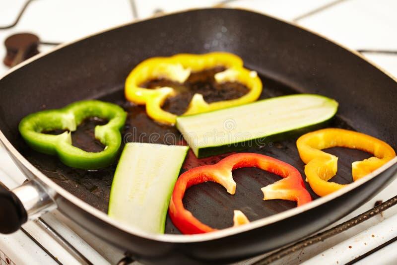 在煎锅的新鲜蔬菜 免版税图库摄影