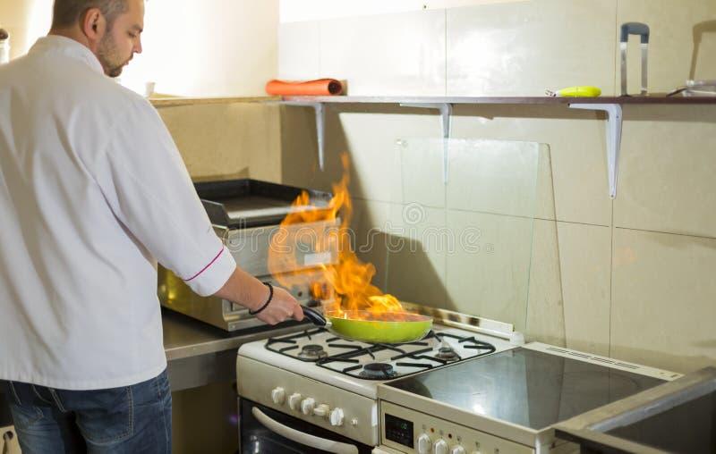 在煎锅的火 免版税图库摄影