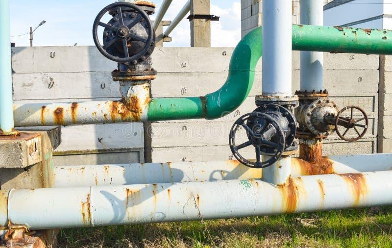 在煤气管网络的大管子螺丝攻 库存图片