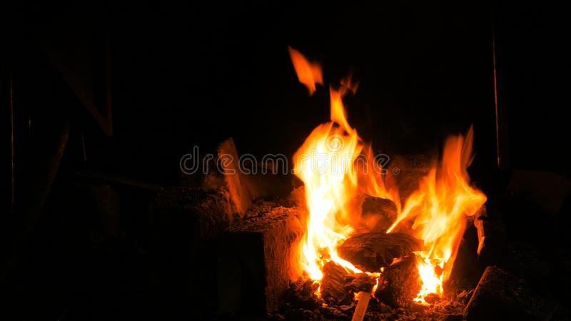 在熔炉的燃烧的火 免版税库存图片