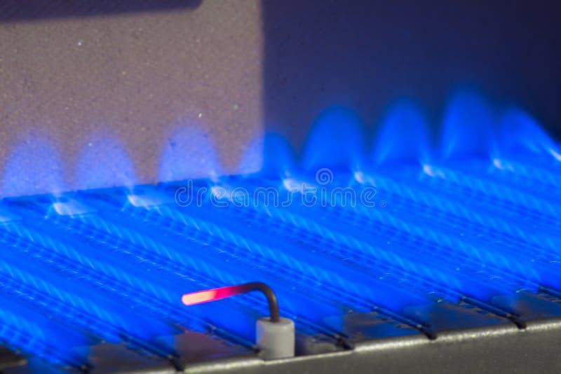 在燃气锅炉里面的气体火焰 库存照片