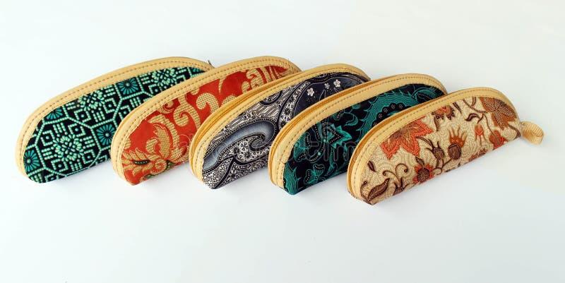 在爪哇布料的笔匣叫蜡染布 免版税库存照片
