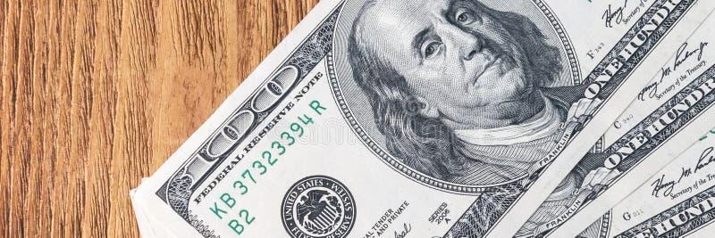 在爱好者的美元钞票在木背景 库存图片