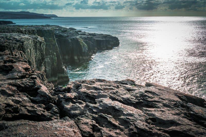 在爱尔兰峭壁的日落 库存照片