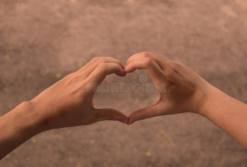在爱心脏形状的手  免版税库存图片