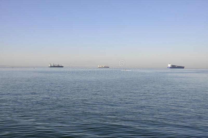 在爱琴海视图的船从塞萨罗尼基希腊的马其顿的首都 库存照片