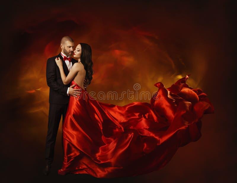在爱的典雅的夫妇红色衣裳的跳舞,妇女和恋人 免版税库存照片