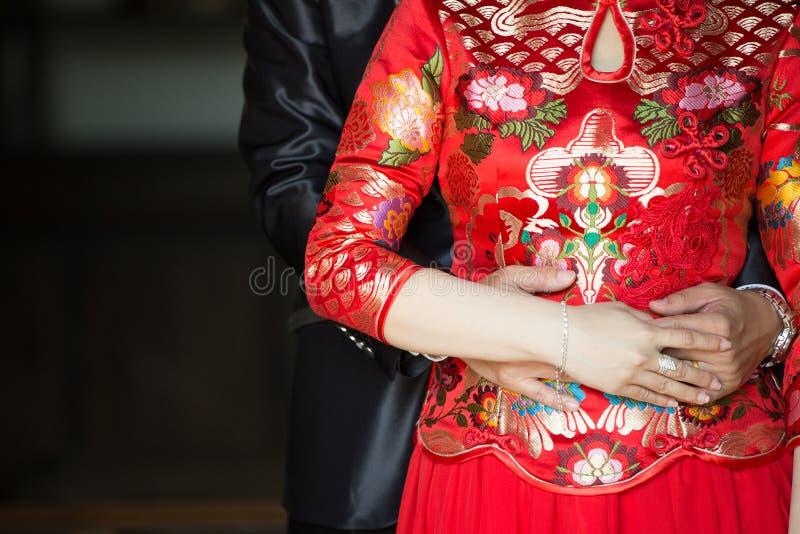 在爱的婚礼夫妇中国行动 免版税库存照片