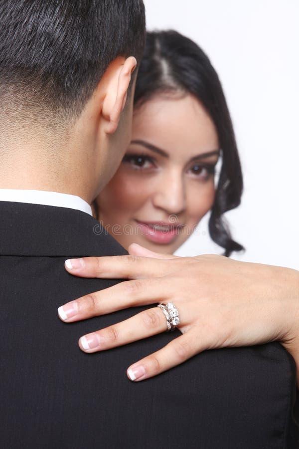 在爱的愉快的婚礼夫妇 免版税库存图片