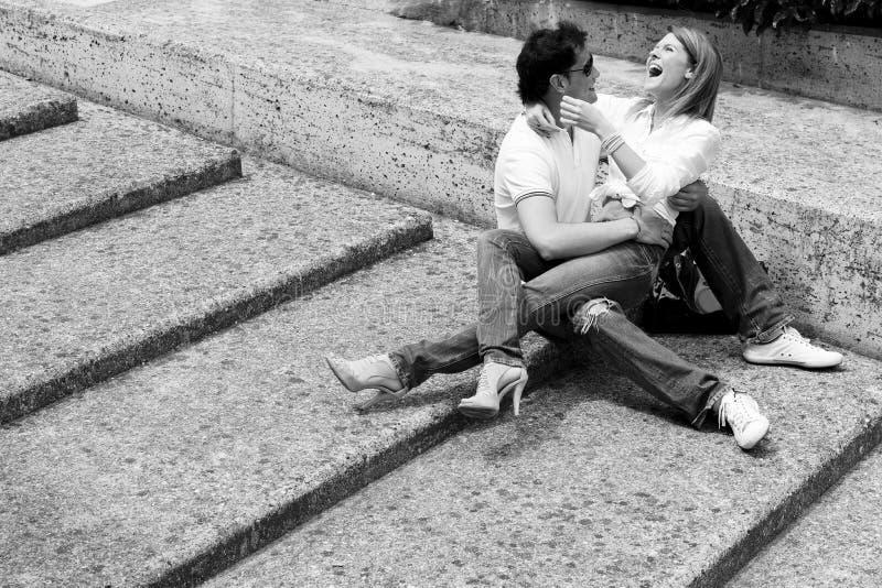 在爱的美好和愉快的新夫妇 免版税图库摄影