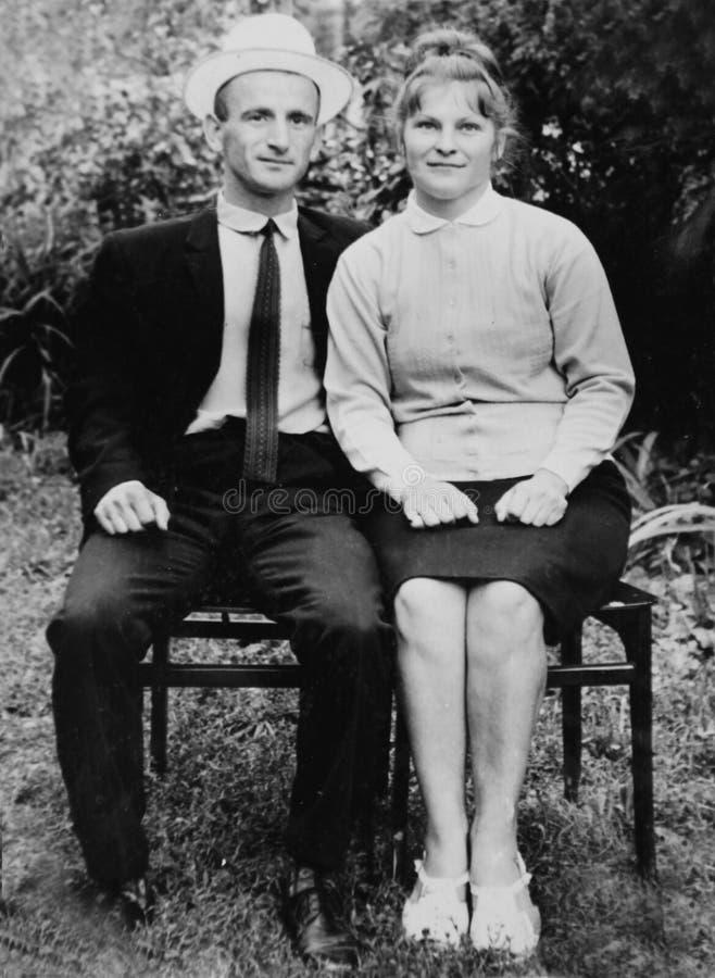 在爱的老葡萄酒照片夫妇 免版税图库摄影